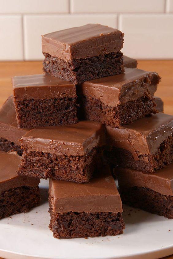 Baileys Fudge Brownies Satisfy Your Chocolate And Booze Cravings Recipe Baileys Recipes Brownie Recipes Bailey Brownies
