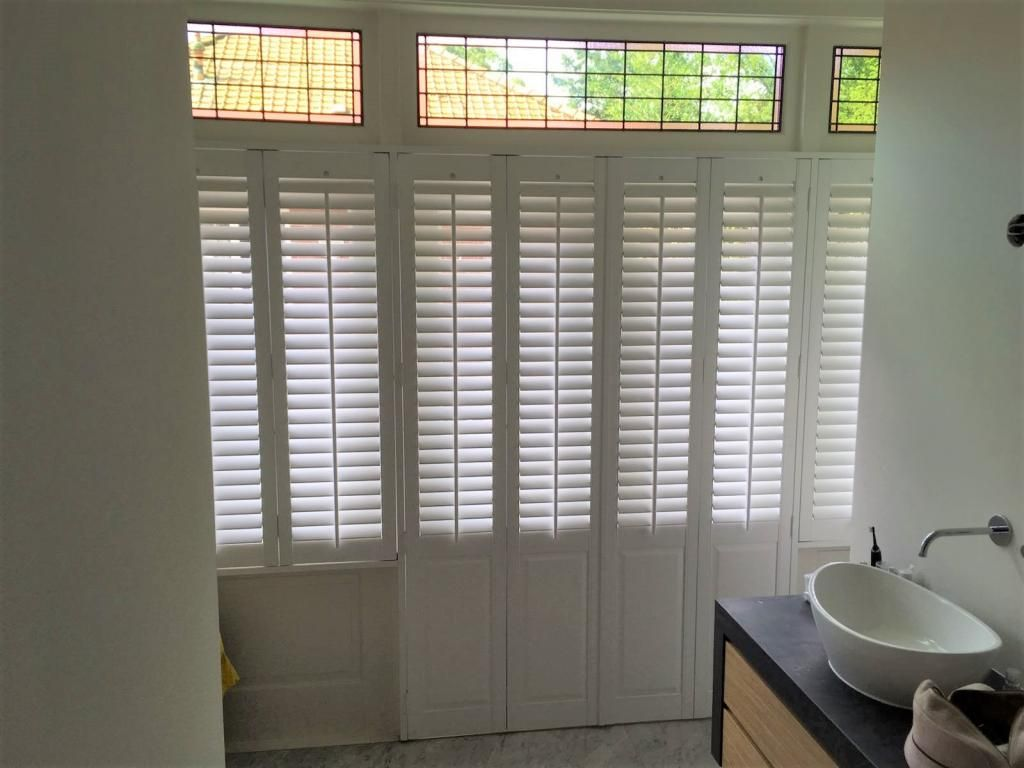 Badkamer shutters - Van Eyck shutters | werkkamer inrichten | Pinterest