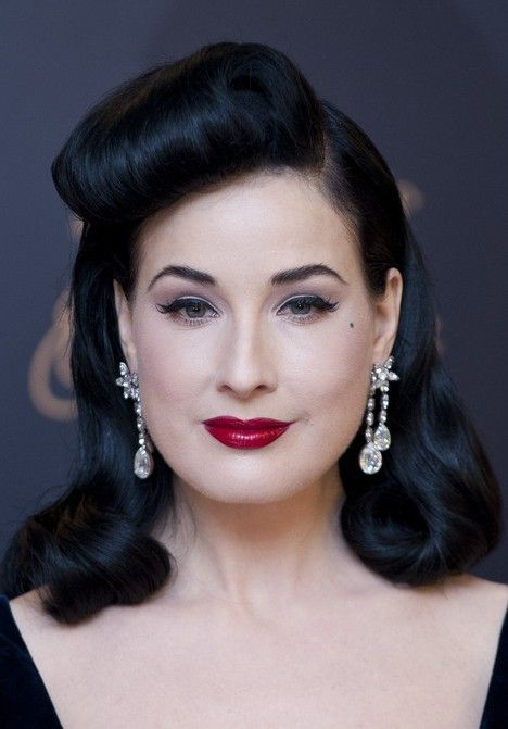 Dita Von Teese S Classic Retro Hair Style For Women Transports Us Back To The 1950s With Her Retro Hairstyles Vintage Hairstyles 1950s Hairstyles For Long Hair