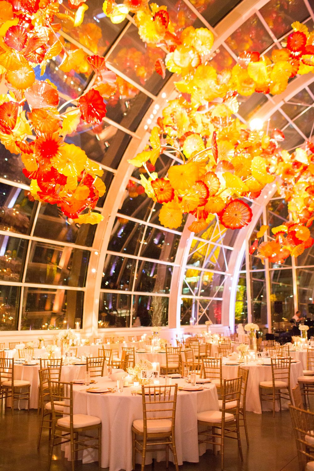 Chihuly Glass And Garden Wedding Seattle Wedding Venue New Creations Wedding Design And Co Seattle Wedding Venues Washington Wedding Venues Seattle Wedding