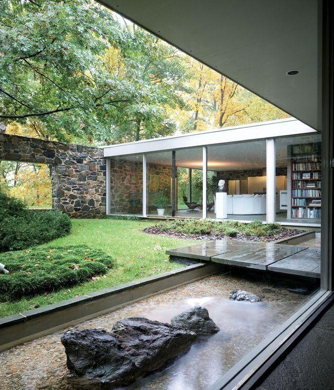 Mur De Pierre Transparence Avec Vitres De La Maison Style Retro Sans Etre Trop Typee Architecture Maison Avec Patio Maison Architecte