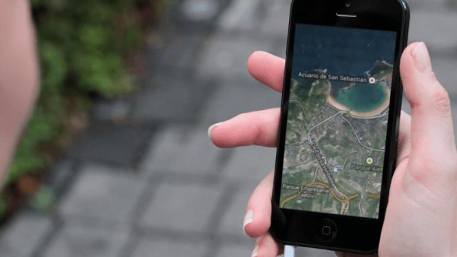 Si tu ipad no es 3G o pierdes la conexión en tu iPhone, Google Maps te permite guardar mapas offline para no perderte en ningún momento