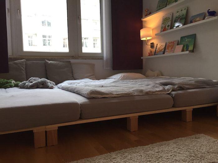 Geschwisterbett Im Geteilten Kinderzimmer. Drei Betten Nebeneinander. Mehr  Infos Auf Https://