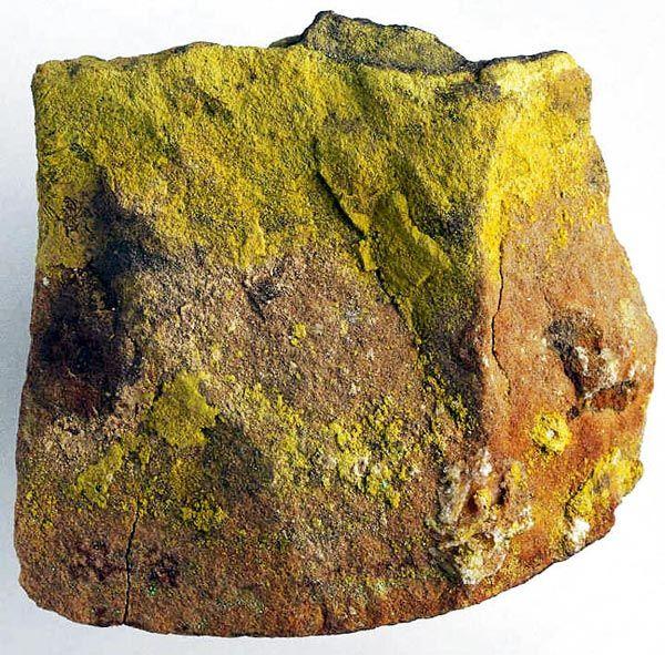 Rádio - Ra Mineral Carnotita de onde a Standard Chemical Company em Canonsburg (USA) extraia o Rádio em uma proporção de 1g por 500 Toneladas do minério.