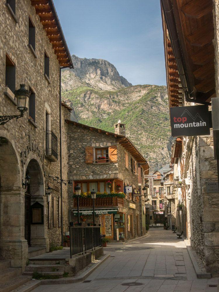 Benasque, Spanish Pyrenees.  Plan your holidays? www.topofthepyrenees.com   #pyreneeen #pyrenees #spain #spanje #vakantie #travel #traveling #vacation #visiting #instatravel #instago #instagood #trip #holiday #photooftheday  #travelling #instapassport #instatraveling #mytravelgram #travelgram #travelingram #igtravel #hiking #wandelen