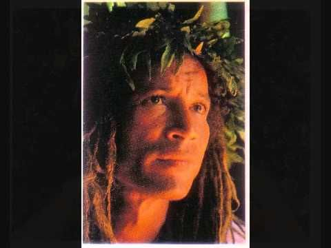 Tahitian Music Te mo'a o te taure'a By Bobby Holcomb .Listen by clicking on the picture