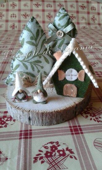 Decorazioni Natalizie In Feltro Pinterest.Casette In Feltro E Pannolenci Natale Natale Natale Ornamento