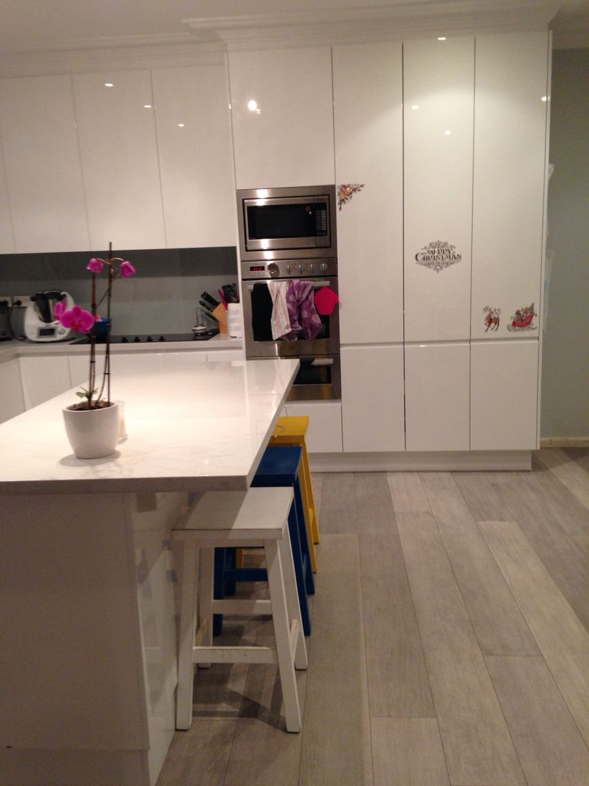 Our New Kitchen Quickstep Authentic Oak Laminate Flooring White Gloss Polyurethane Cabinetry Island Oak Laminate Oak Laminate Flooring Quickstep Laminate