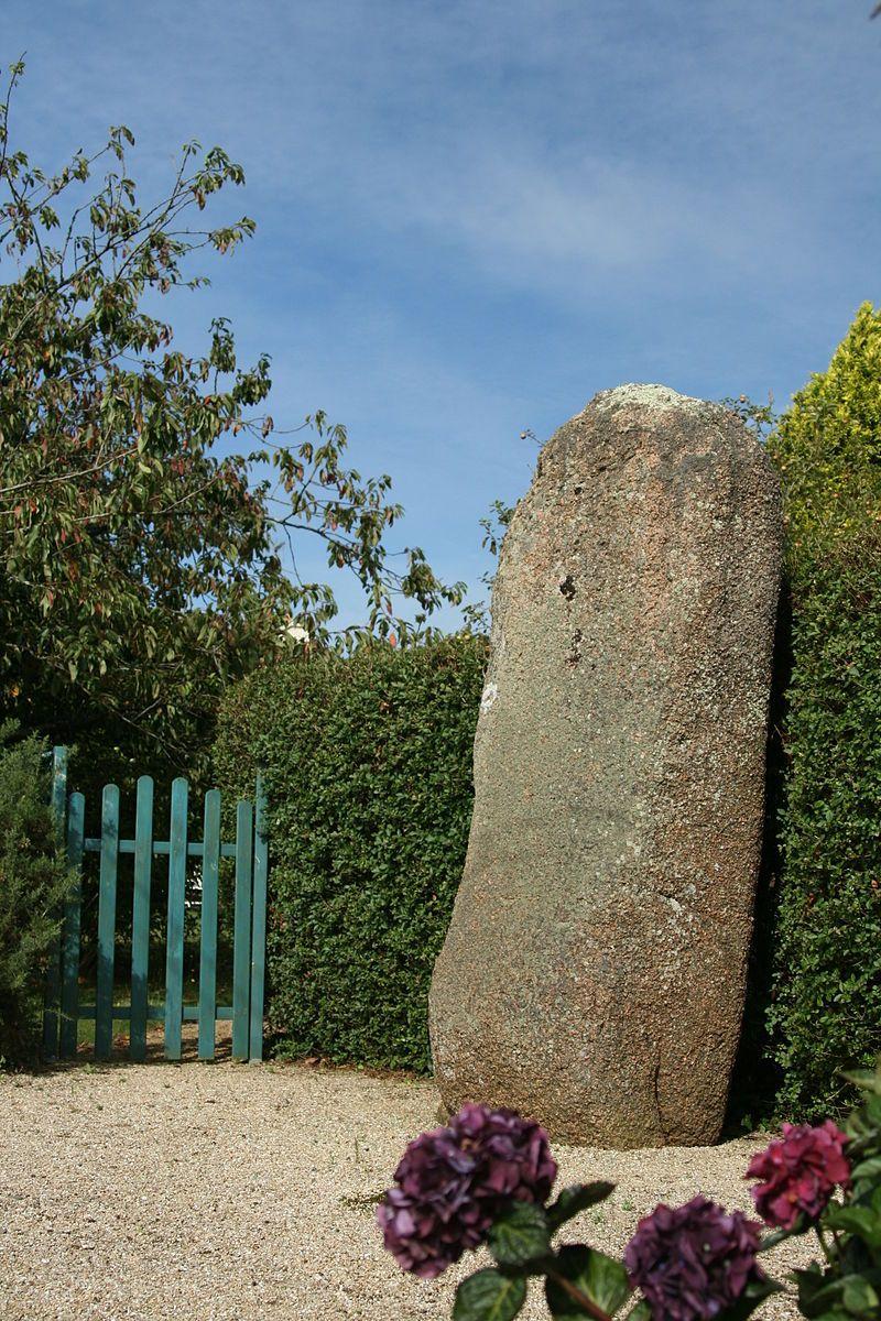Menhir de Trémarch, Trégastel - Trégastel — Wikipédia