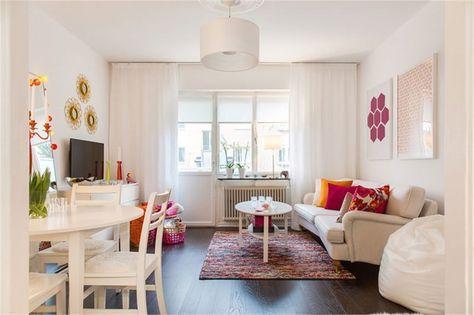 sala-com-almofadas-coloridas-cortinas-tapete-rustico