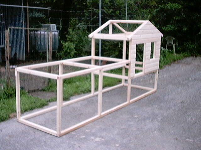Poulailler garden pinterest poulailler poule et enclos lapin for Plan pour construire un poulailler industriel