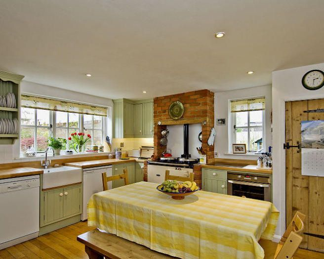 Photo Of Farmhouse Light Natural Kitchen With Belfast Sink And Aga Dining Table Chairs Furniture