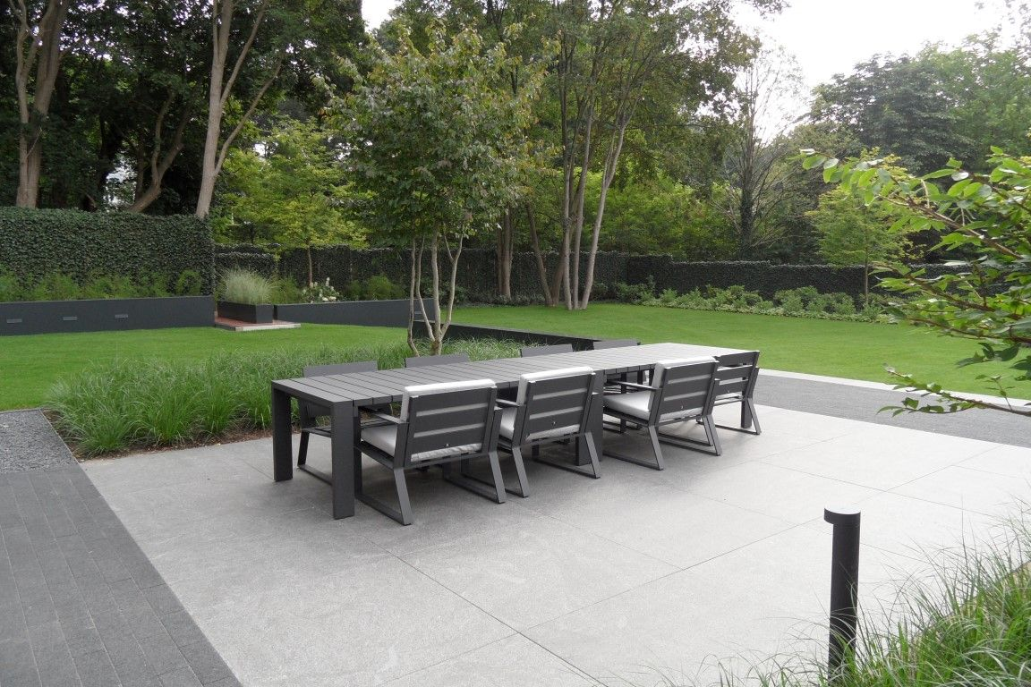 Strakke tuin exclusieve tuin tuin meubels terras for Moderne tuin