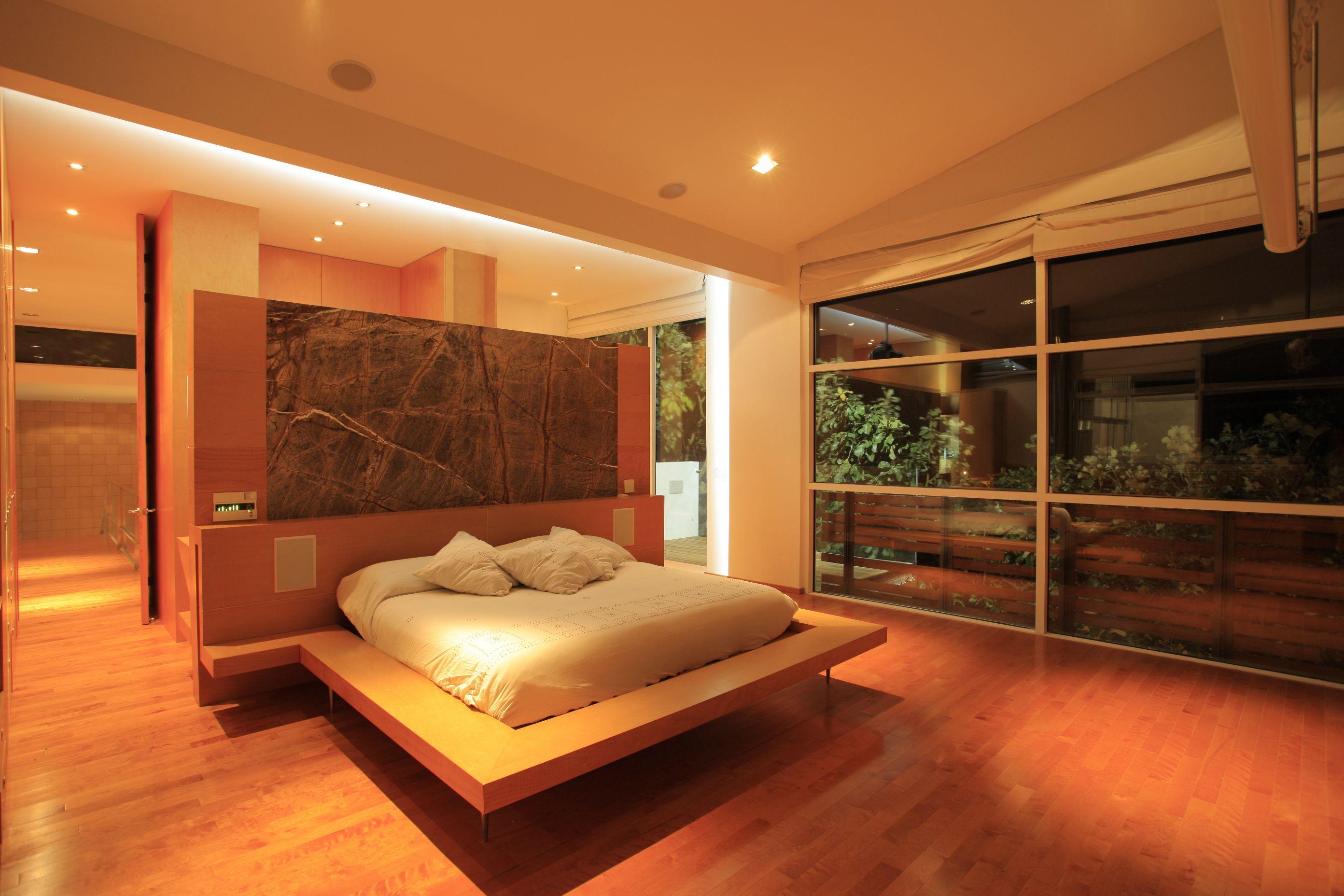 Master bedroom House Azpeytia. Designe Arq. Miguel Echauri y Arq. Álvaro Morales Photo Carlos Diaz Corona
