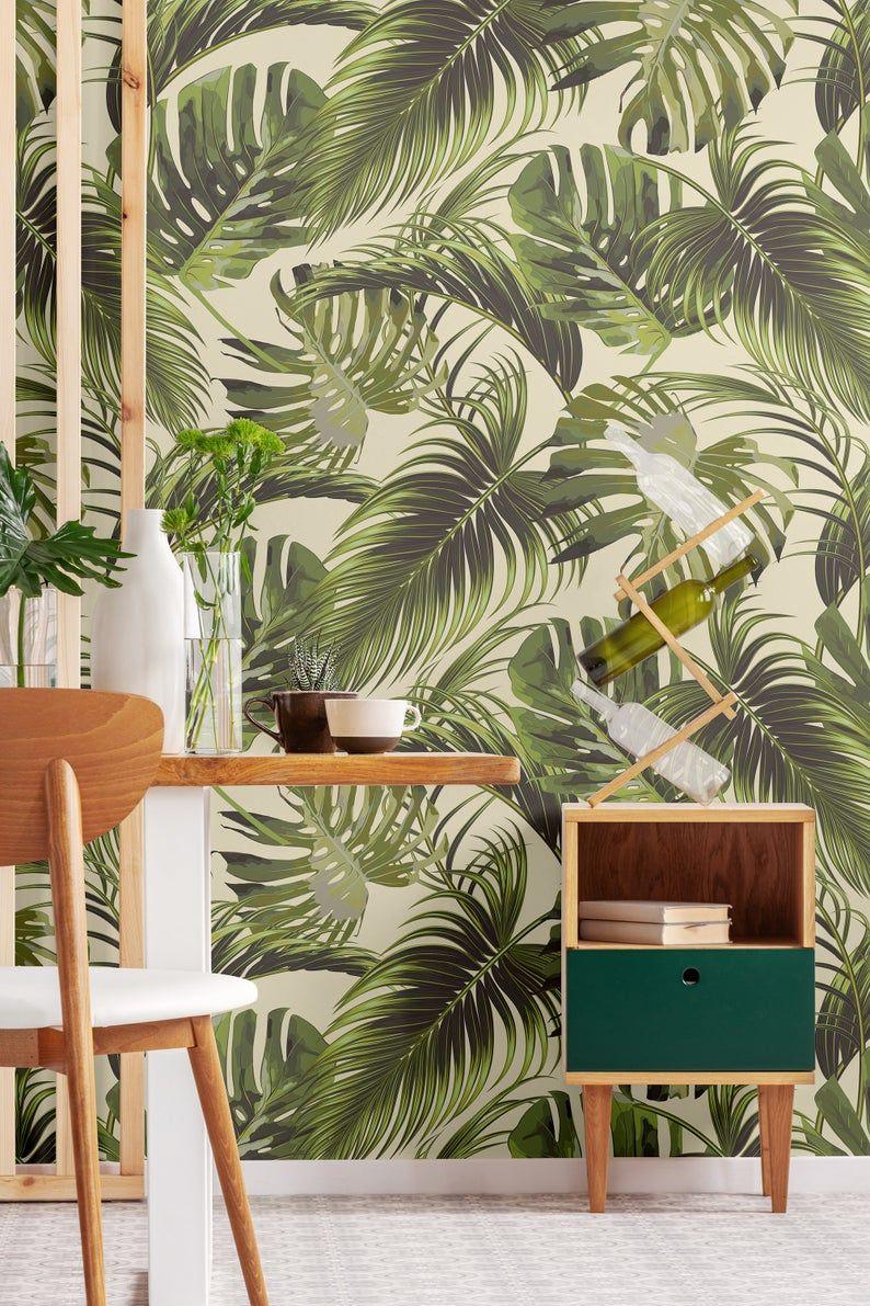Tapete Mit Olivgrun Glanzenden Monstera Und Palmblatter Etsy Olive Green Wallpaper Wallpaper Green Wallpaper