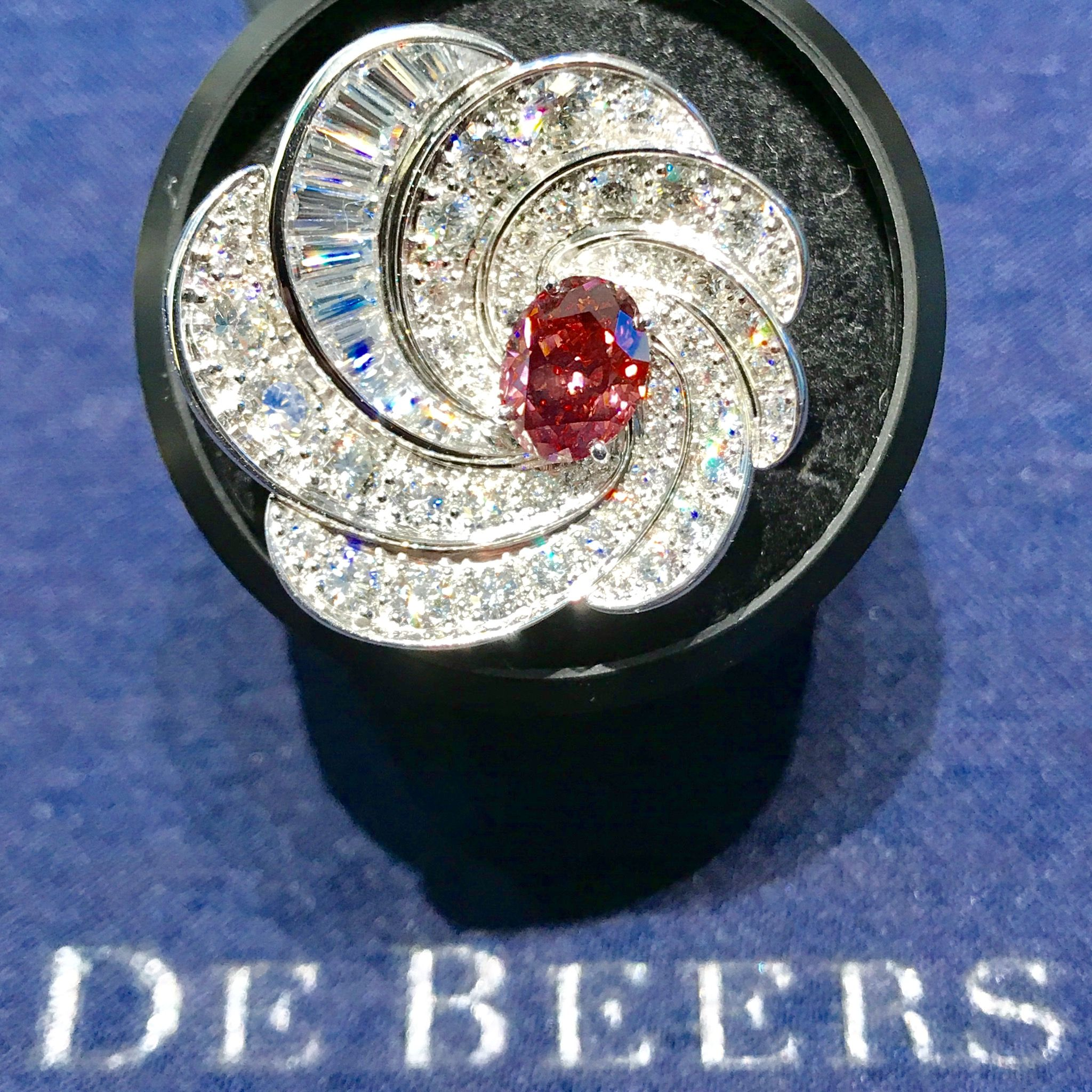 De beers aria hj ring fancy red diamond ring ct argyle aurora