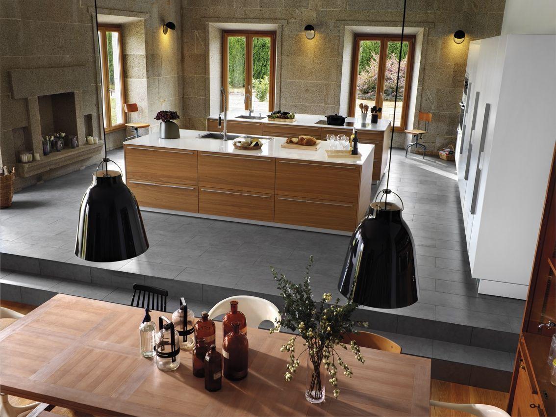 La Cocina Se Sit A En Un Plano Elevado Sobre Un Pavimento  # Muebles Riego De La Vega
