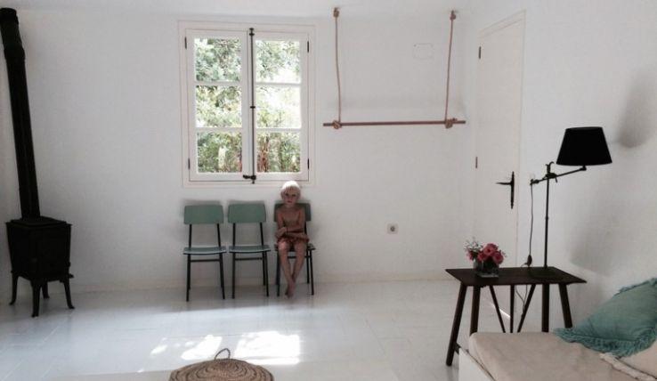 Schommel In Huis : Binnenkijken in een minimalistisch huis in mallorca interior