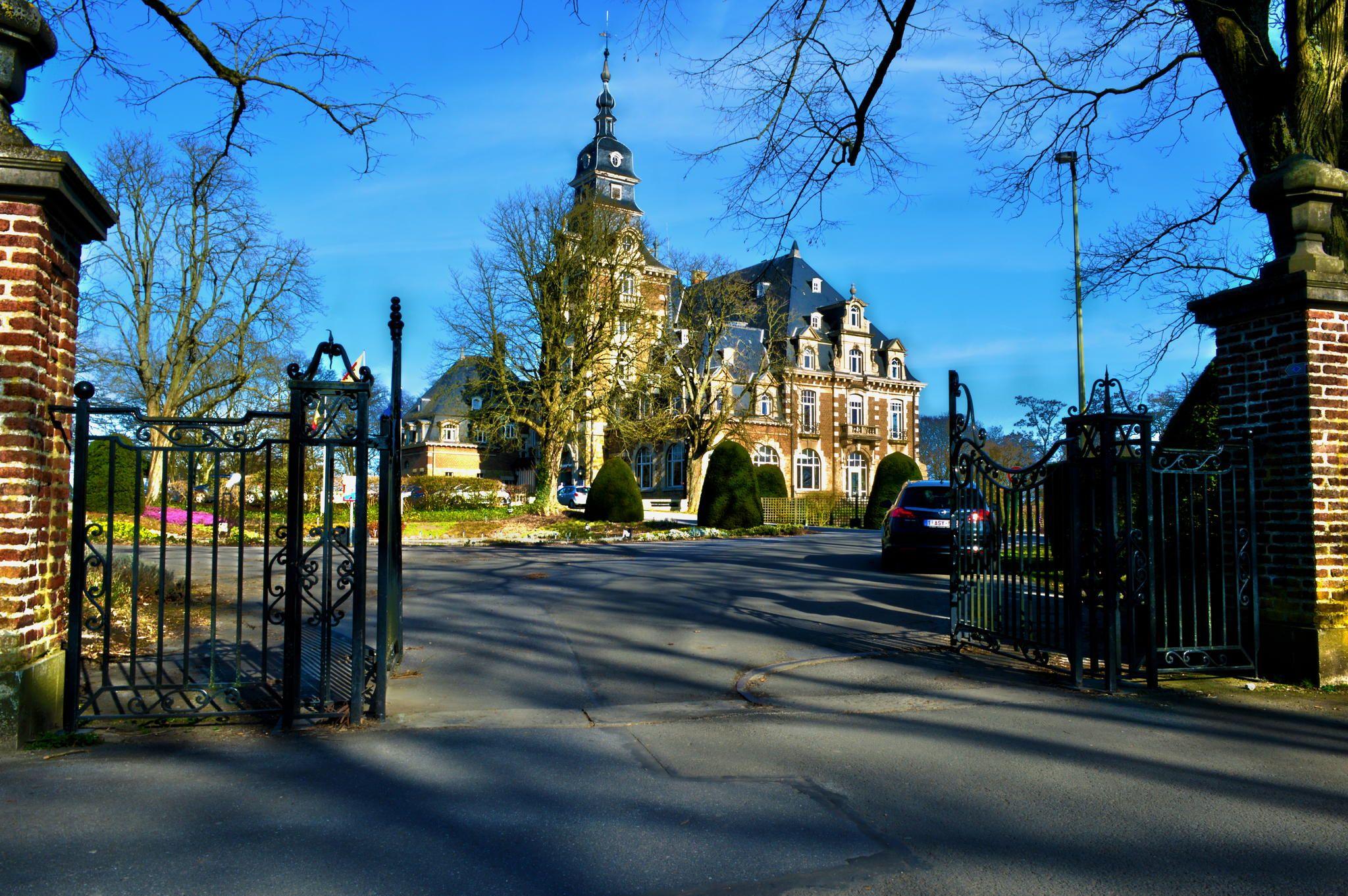 Chateau de Namur gate by Sven Vandenwaeyenberg on 500px