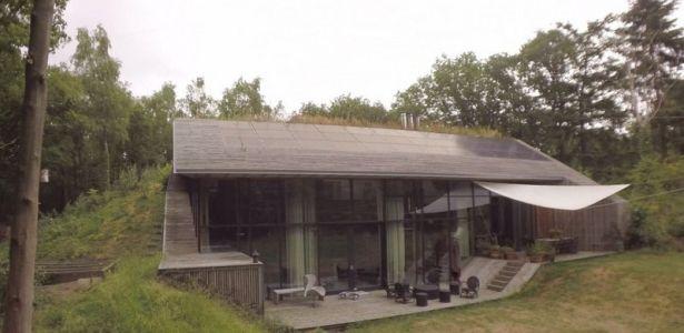 vidéo Comment bâtir une maison en se servant de la terre comme
