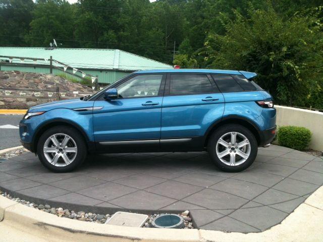 Range Rover Evoque Pure Mauritius Blue Exterior Cirrus Lunar - Range rover stock