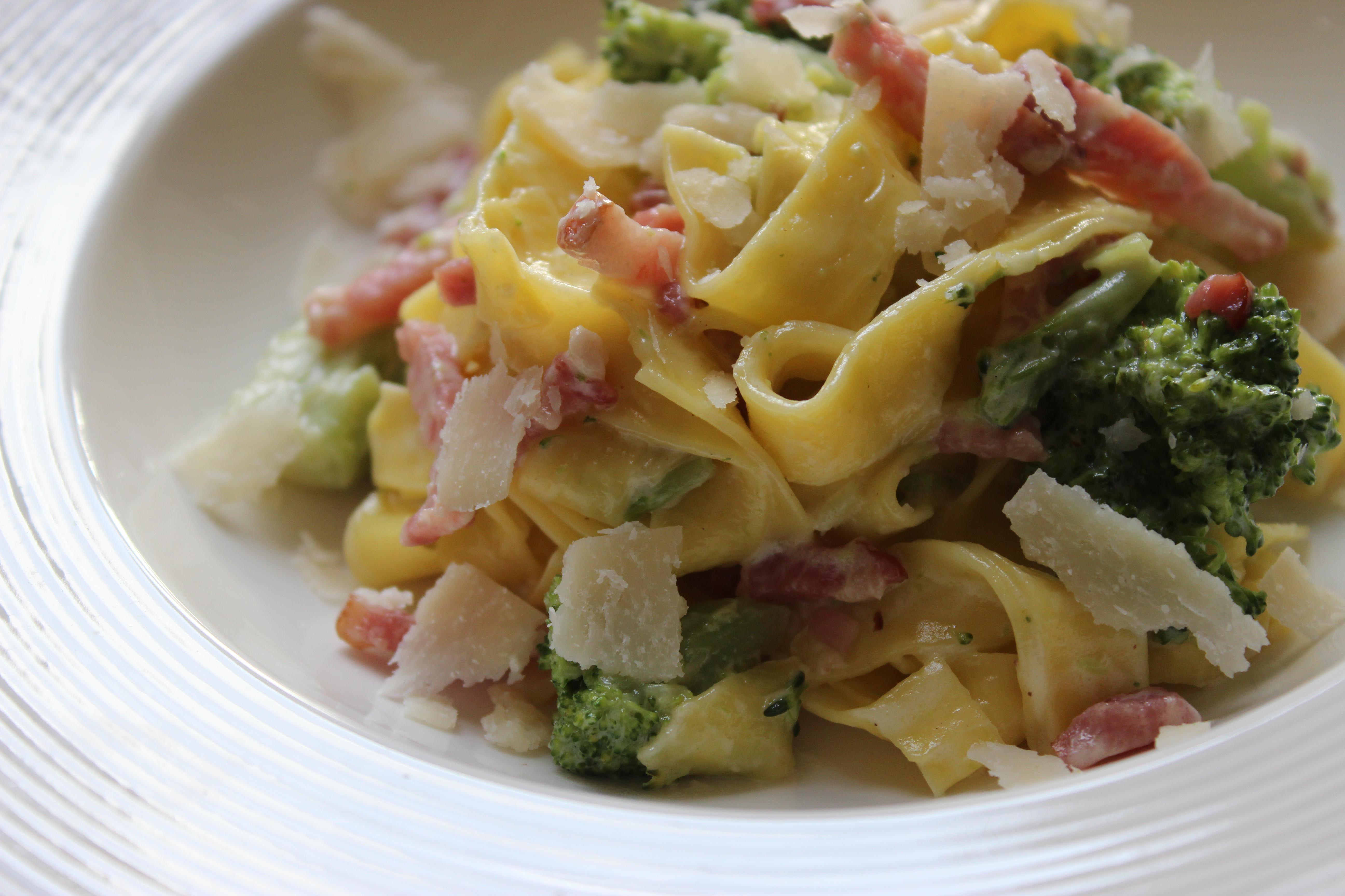Pasta met broccoli en spek
