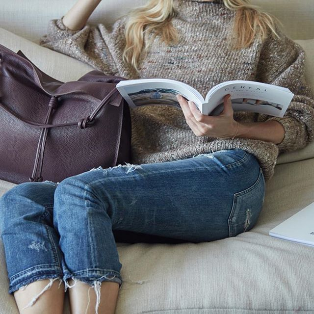 Hello, cozy Sunday. We'll be right here if you need to find us! Click to shop the Shopper in Burgundy.