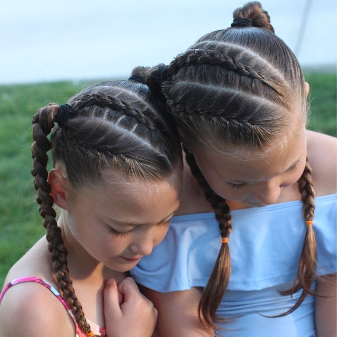 Dutch And French Braids Into Two Ponytails With Regular Braids Fast And Easy And Stays In For A Full Day Of Swimming Frisuren