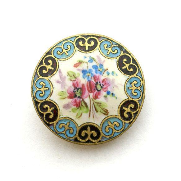 オリエンタル調が面白いエナメルボタンです。手書きのような花のエナメル彩もとてもいい味が出ていて、シーンを選ばず使えそうです。[ サイズ ]直径約2.8cm[ ... ハンドメイド、手作り、手仕事品の通販・販売・購入ならCreema。
