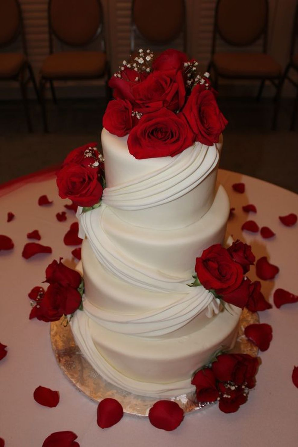 beautiful red and silver wedding cake everybody will love