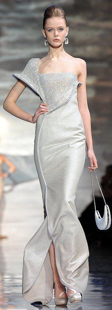 haute couture schauen 2010 pinterest moderner barock kleider und abendkleider. Black Bedroom Furniture Sets. Home Design Ideas
