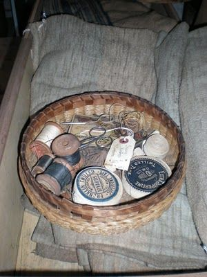 Old sewing basket~I want one much-ly!