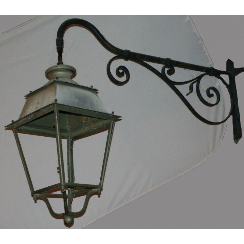 Lanterne avec potence en fer forg outdoor lighting for Porte lanterne fer forge