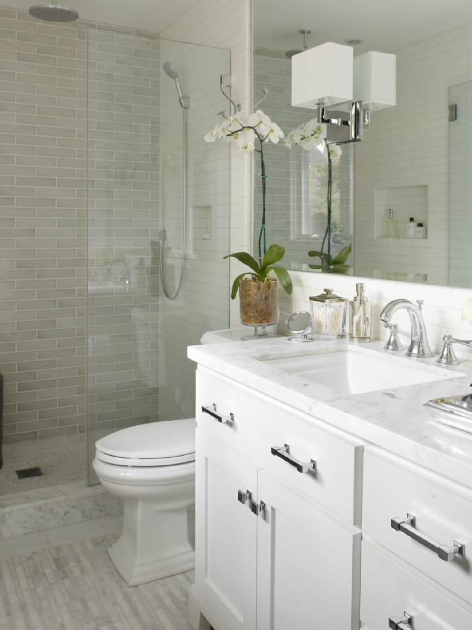 Pin By Becky Manicone On Housequake Bathroom Design Small Small