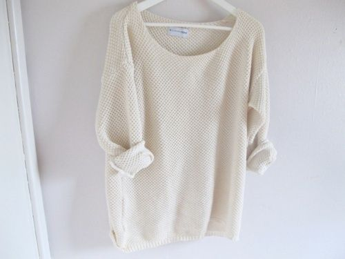 I WANT a sweater like this, i've searched for it for about a half year but i couldn't find one that looked like this -.- ♥