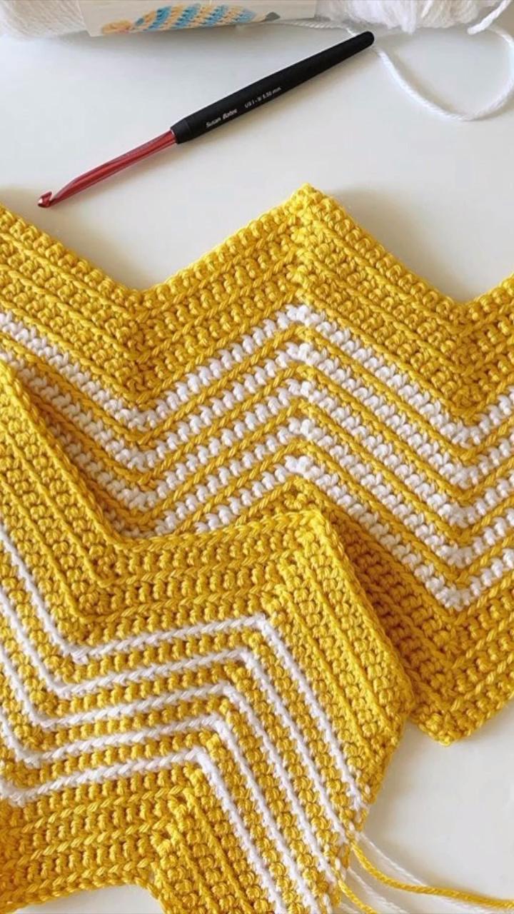 Photo of Free Crochet Pattern – Gold Front Loop Chevron Blanket