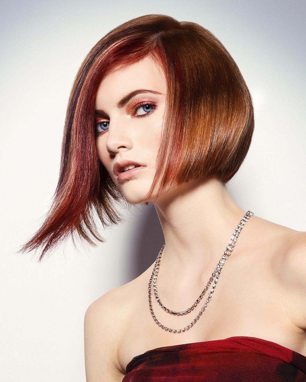 Hnedočervená farba roka Marsala dobyla aj farby na vlasy aj odtiene prírodných melírov. (Kolekcia: Sculpted Collection, vlasy: Douglas Carroll Salon)