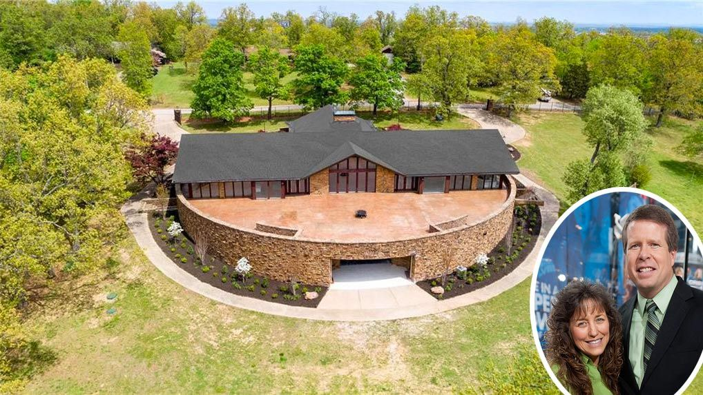 Duggar Watch Jim Bob and Michelle Flipping Out With $1 8M Mansion