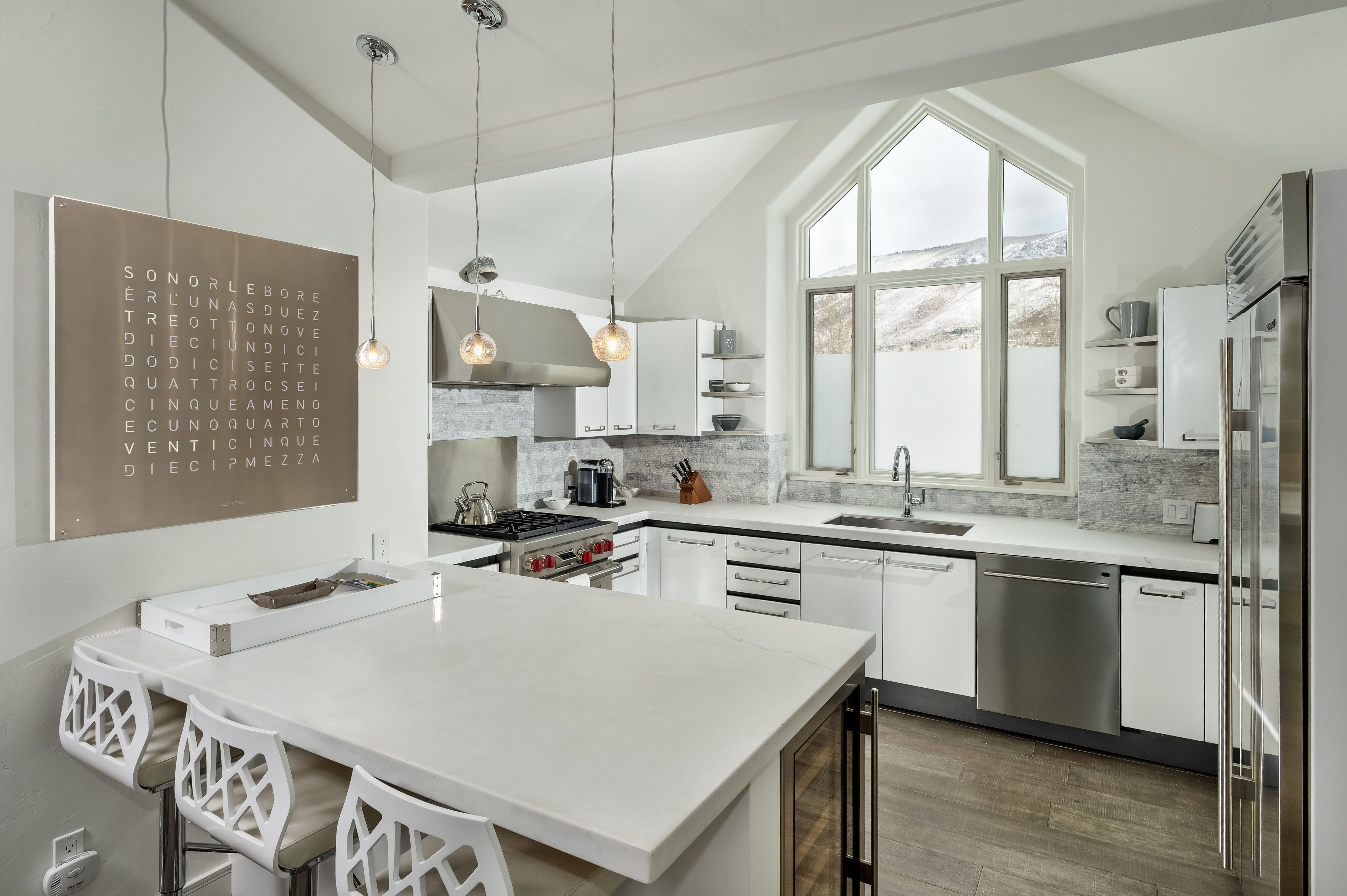 Eat-in kitchen #art #cool # white kitchen #pendant | RSI project ...