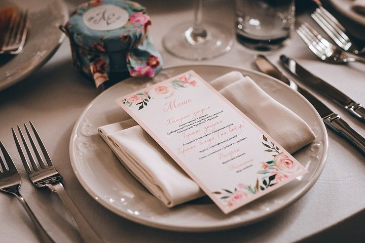 Wedding place setting - A blush colour theme for a gorgeous wedding | fabmood.com #wedding #blushwedding #weddinginspiration #realwedding #weddingstyle