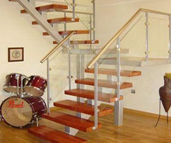 Transmobili - Escaleras - construidas de madera maciza (vivaró, lapacho, gua tambú) de estilo o moderna.