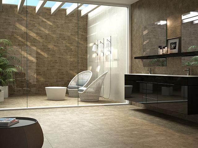 Ba o con patio interior pavimento y revestimiento for Pavimento ceramico interior