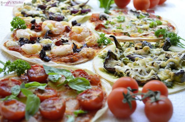 Kaarasaaram: Mini Pizzas with Pesto and Tomato Sauce
