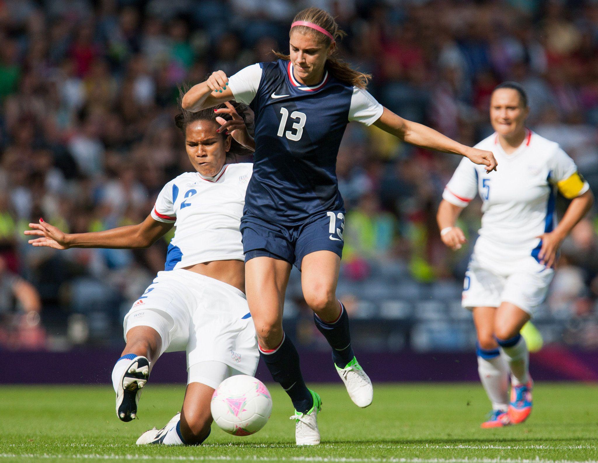 Wendy renard interview - Alex Morgan U S Soccer United States Alex Morgan Center Is Challenged By France S Wendie