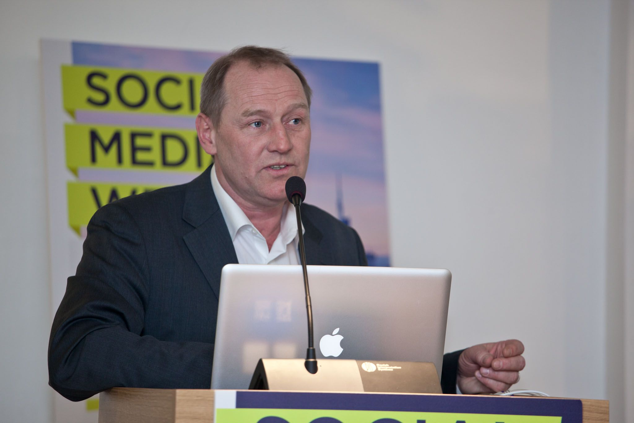 """Matthias Lüfkens: """"Governi, piazze, mercati e palazzi. Come Twitter cambia il mondo"""" #SMWmilan"""