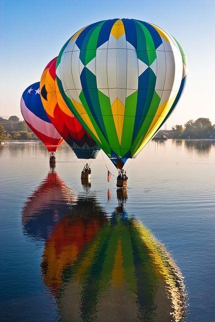 Reflejo de globos aerostáticos