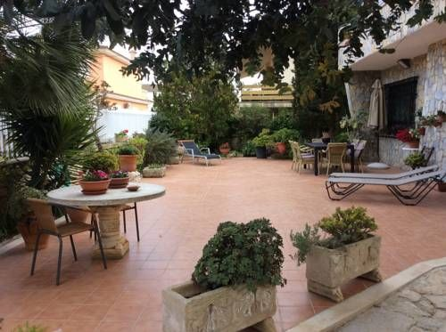 Korablue Playa de Muro Korablue is a holiday home featuring a garden with a barbecue, set in Playa de Muro. The property features views of the mountain and is 48 km from Palma de Mallorca. Free WiFi is available throughout the property.