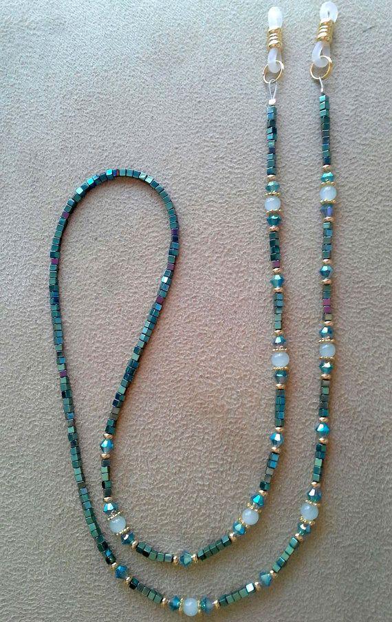 c71f6c00eaab Esta cadena se realiza con hematita natural de Iris verde recubierto de  2mm. Hay pelotas de amazonita de 4mm con separadores plateados oro  cristales ...