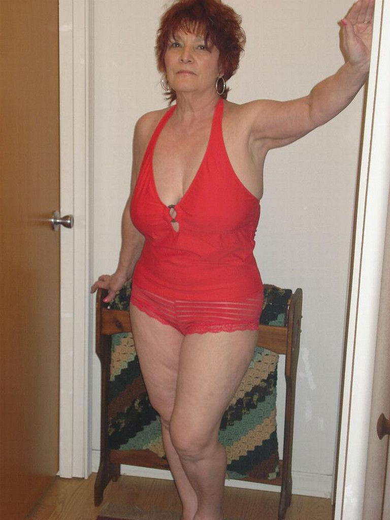 Non Nude Milfs And Mature Women - Milfs And Mature Grannies Sex-1686
