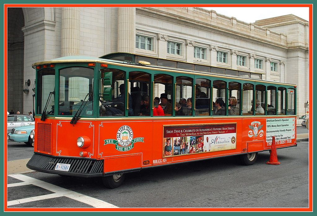 "https://flic.kr/p/7dNN5g | Old Town Trolley Tours - Washington, DC | This colorful trolley tour bus was picking up passengers in front of Union Station in Washington, DC. when I was changing trains here on October 30, 2009.  View my collections on flickr here:   Collections      Press ""L"" for a larger image on black."